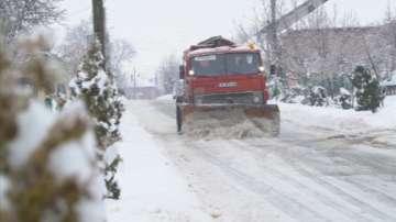 Поради обилен снеговалеж движението на МПС над 12 т по АМ Хемус е ограничено