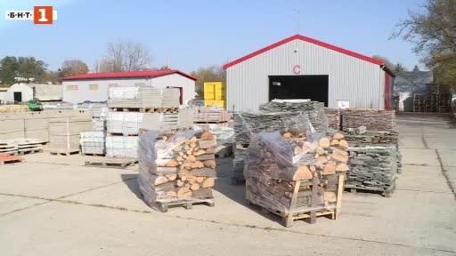 Румънци масово купуват дърва за огрев и пелети от складовете