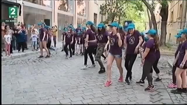 Десетки млади танцьори от Пловдив се включиха в международна инициатива,