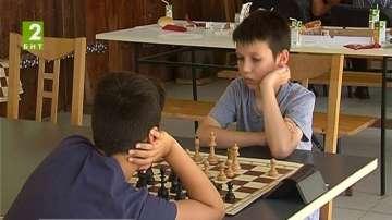 Шахматен турнир до скален манастир