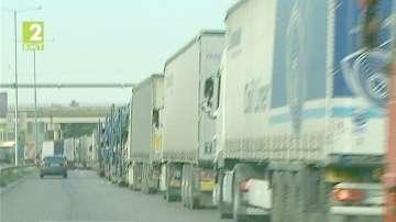 Възстановиха движението на камиони по Дунав мост