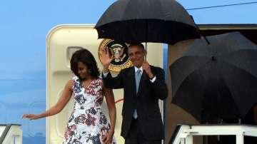 """Президентът Барак Обама и съпругата му Мишел пристигат на международното летище """"Хосе Марти"""" в Хавана, 2- март 2016 г."""