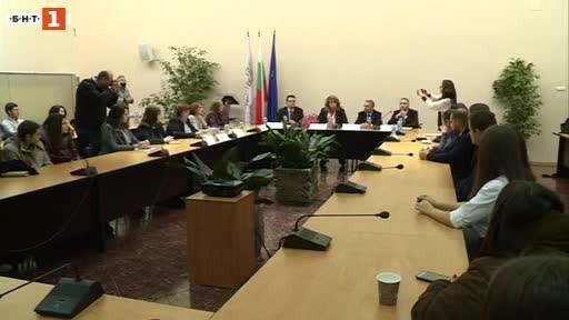 Чуждестранни студенти от български произход се срещнаха с вицепрезидента Йотова