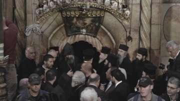 В Ерусалим измолват Благодатния огън