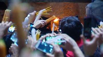 Благодатният огън слезе на Божи гроб в Йерусалим (ОБНОВЕНА)