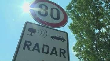 Парламентът решава дали да отпаднат предупредителните знаци за радари на пътя