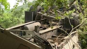 Камион падна в река Струма край Кресна