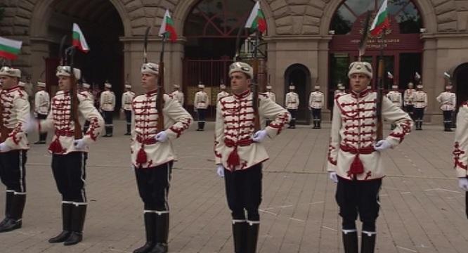 министерство отбраната търси гвардейци