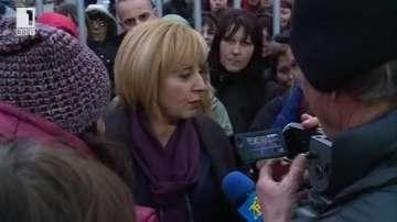 Омбудсманът Мая Манолова се срещна с протестиращите шивачки от Дупница