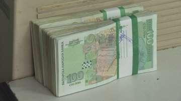 Намалява броят на ощетените лица от забавени заплати