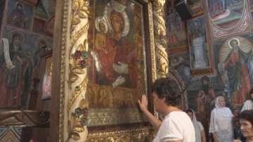 Православната Църква почита Пресвета Богородица Троеручица