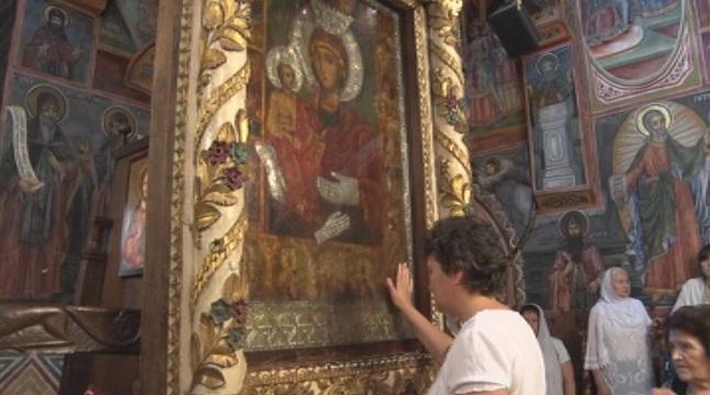 Православната Църква почита чудотворния образ на Пресвета Богородица
