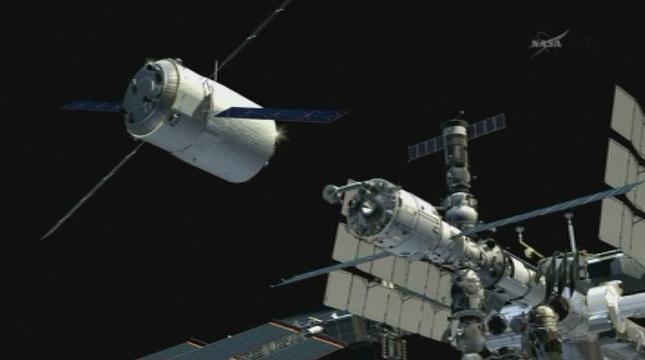 майстор готвачи приготвят специално празнично меню космонавтите