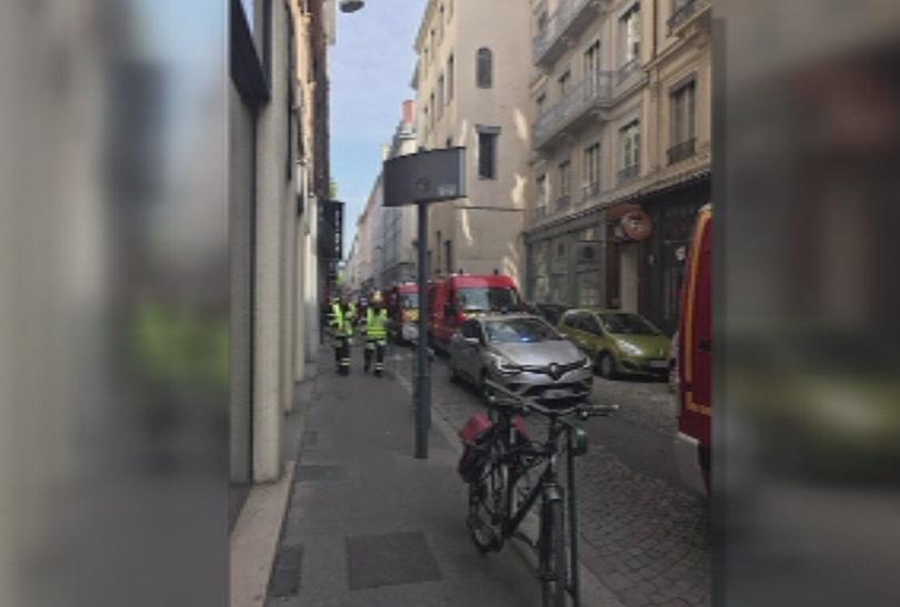 Френската полиция издирва мъжа, който е поставил куфара-бомба на пешеходната