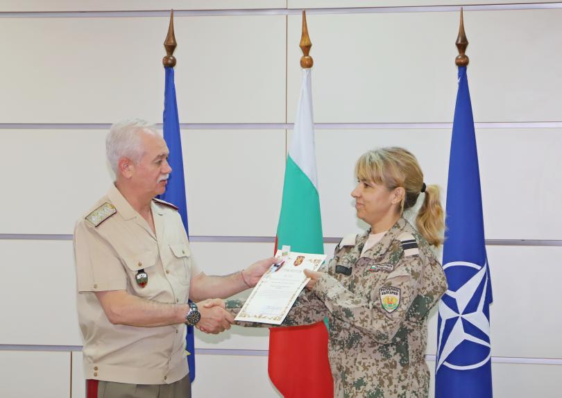 снимка 4 Военните ни медици получиха награди след успешна мисия в Мали (СНИМКИ)