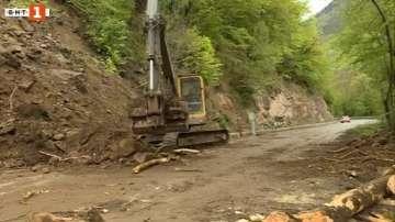 Активизира се свлачището по пътя за Рилския манастир
