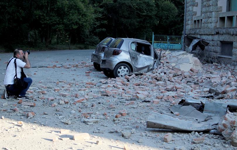 снимка 1 68 души са ранени при земетресението в Албания