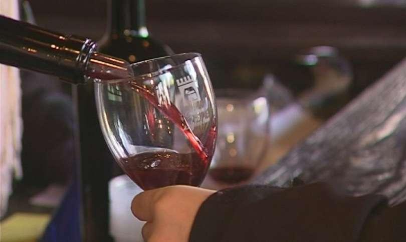 ефектът теглото чаша червено вино компенсира клякания