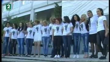 """Студенти от Югозападния университет се включиха в кампанията """"С тениска на бала"""""""