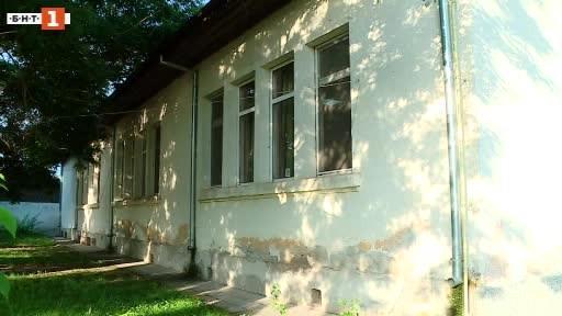Сигнал за рушаща се детска градина в село Крумово. Зрители