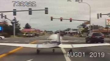 Самолет кацна аварийно върху магистрала в САЩ