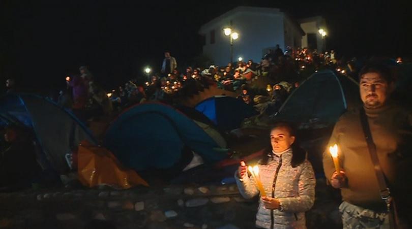 Хиляди вярващи от цялата страна тази вечер се събраха в