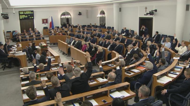 С мнозинство от три гласа доминираният от опозицията полски Сенат