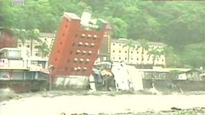 Унищожителни наводнения в Тайван заради тайфуна Моракот, в Китай евакуират населението