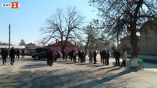 Жители на пазарджишкото село Юнаците протестираха днес срещу изграждането на