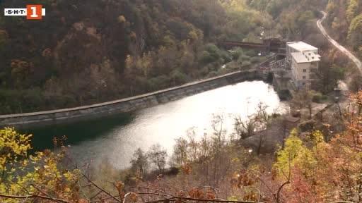 Продължава проверката за замърсяването на река Въча. Вчера сутринта жители