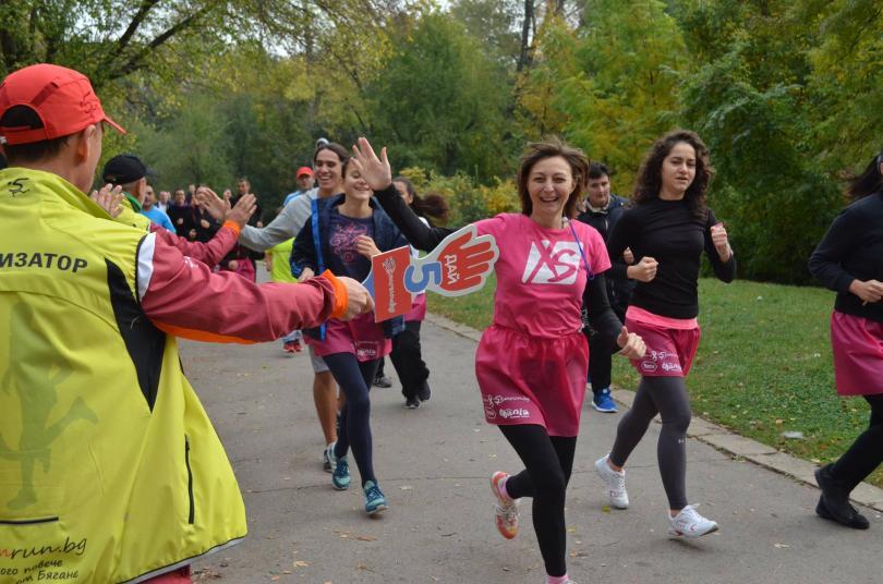 снимка 4 Близо 600 души бягаха с розови поли в подкрепа на болните от рак на гърдата