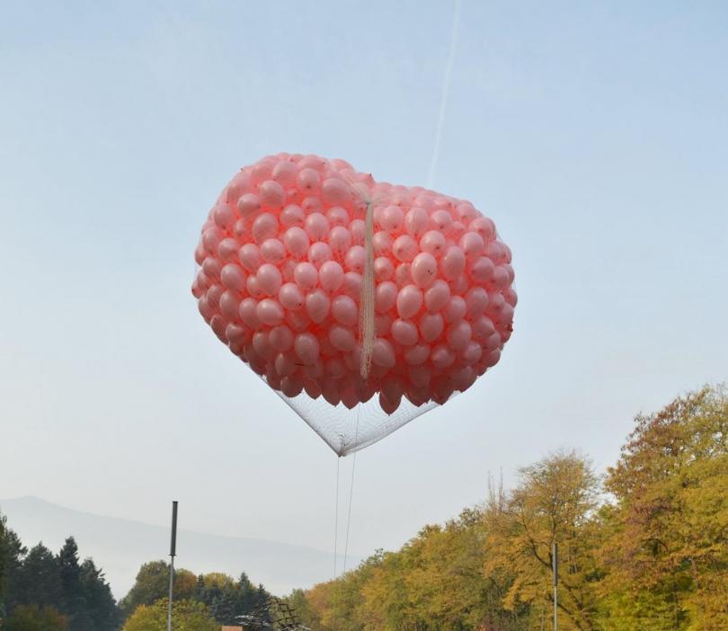снимка 1 Близо 600 души бягаха с розови поли в подкрепа на болните от рак на гърдата