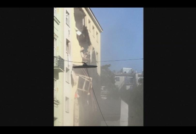 Четирима души бяха ранени сериозно при газова експлозия в центъра