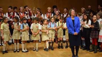 Отвъд границите: За училищата в чужбина и тяхната мисия