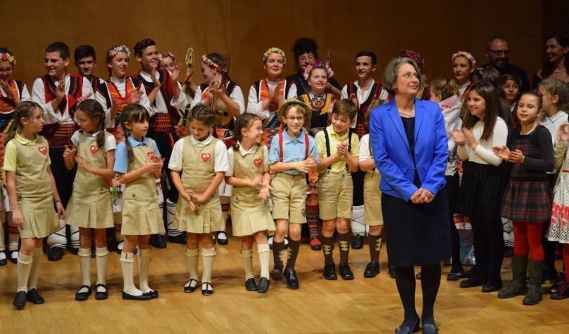 отвъд границите училищата чужбина тяхната мисия