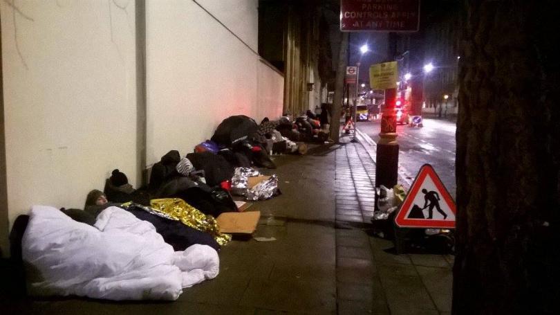 лондонските улици стават хотел кинофеновете