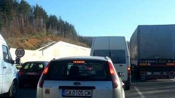 Верижна катастрофа на магистрала Люлин затрудни движението
