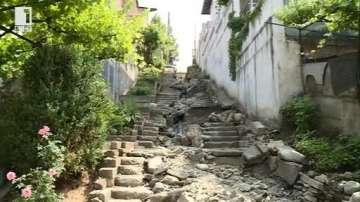 Започна възстановяване на разрушената от порой улица в Дупница