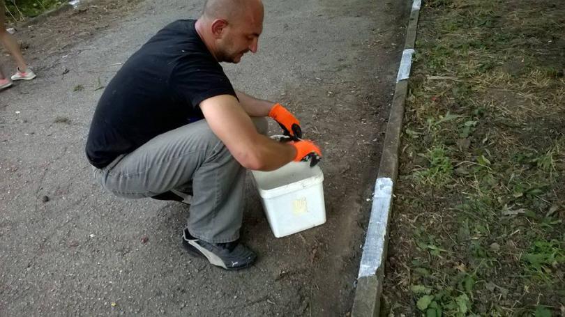 снимка 12 Защитниците на парк Бедечка почистиха алеите на парка (СНИМКИ)