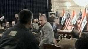 Процес срещу иракския журналист, замерил Буш