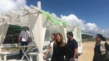 Откриха незаконни чадъри на плаж Шкорпиловци