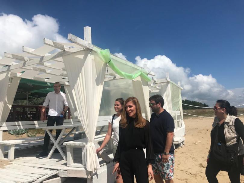 откриха незаконни чадъри плаж шкорпиловци