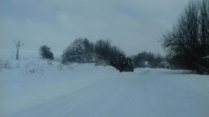снимка 2 Трети ден армията помага в разчистването на снега в Плевенско