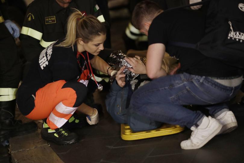 снимка 2 20 души, сред които футболни фенове, бяха ранени при авария в римското метро