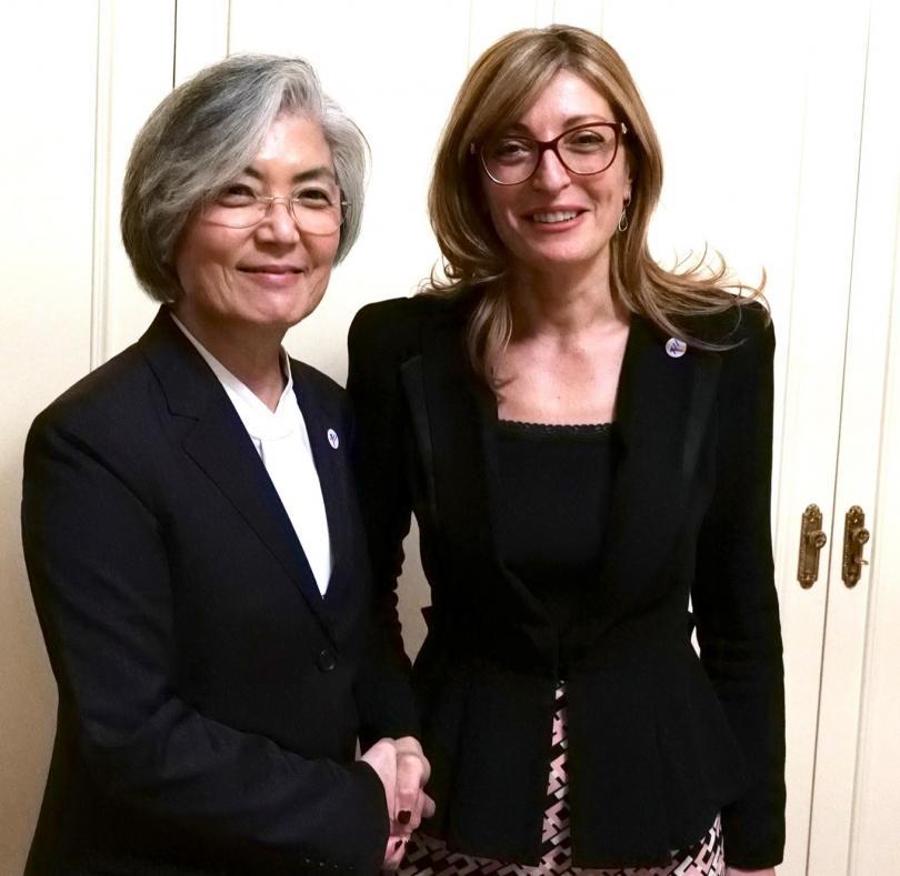снимка 1 Екатерина Захариева се срещна с външния министър на Република Корея