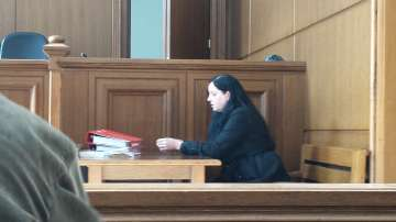 От третия път: дадоха ход на делото срещу акушерката, пребила новородено