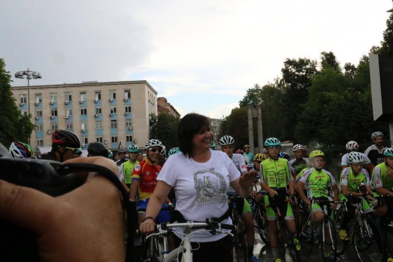 снимка 1 Корнелия Нинова поведе колоездачното състезание за купа Бузлуджа