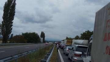 Катастрофа на 80-и км посока София. Колоната е повече от 5 км