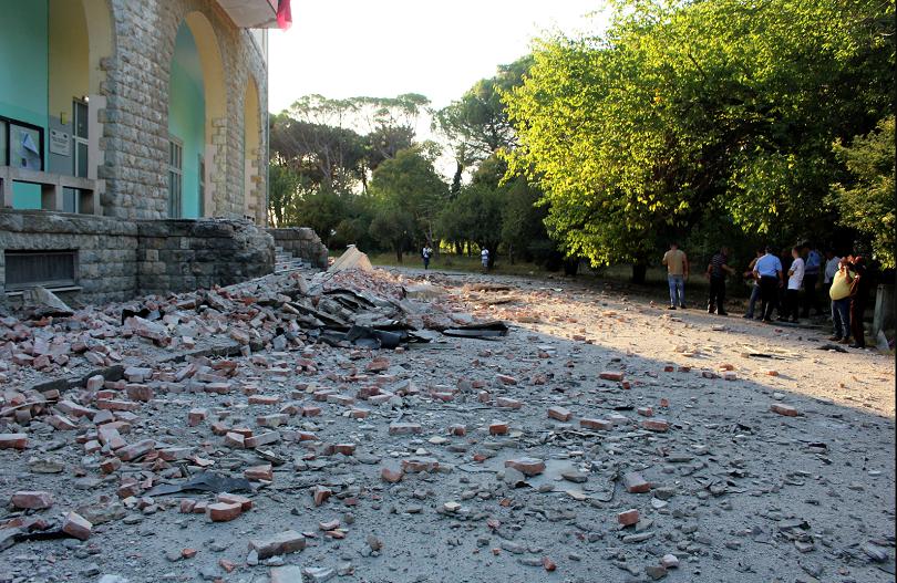 снимка 2 68 души са ранени при земетресението в Албания
