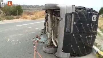 Платформа, превозваща микробуси катастрофира край Благоевград